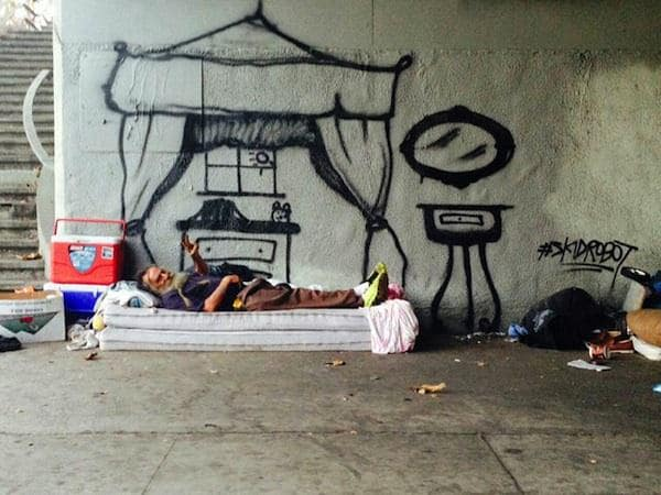 LA_Graffiti_Artist_Skidrobot_Humanizes_Homeless_People_By_Painting_Their_Dreams_2014_03