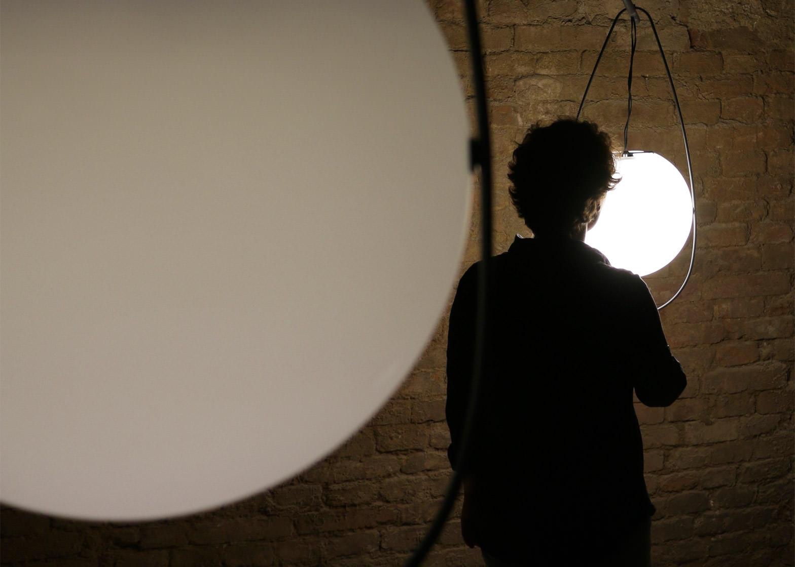 equilumen-mischer-traxler-light-distribution-glas-sphere-design-lighting-motion_dezeen_1568_2