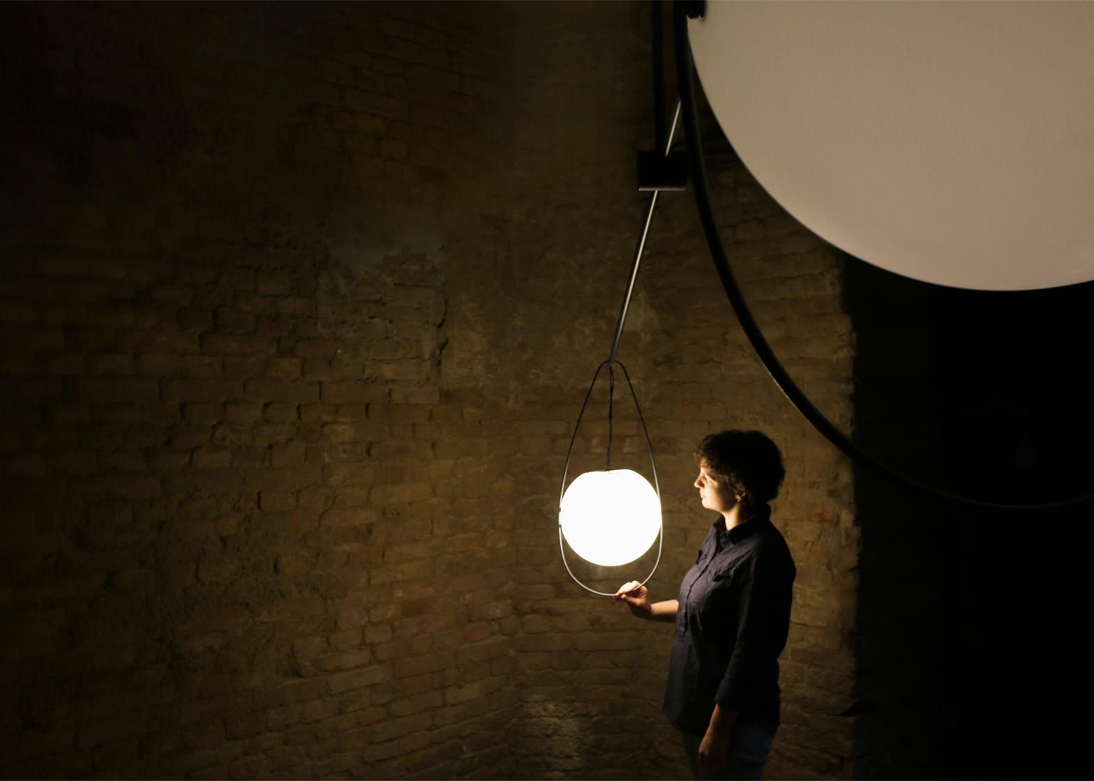 equilumen-mischer-traxler-light-distribution-glas-sphere-design-lighting-motion_dezeen_1568_3
