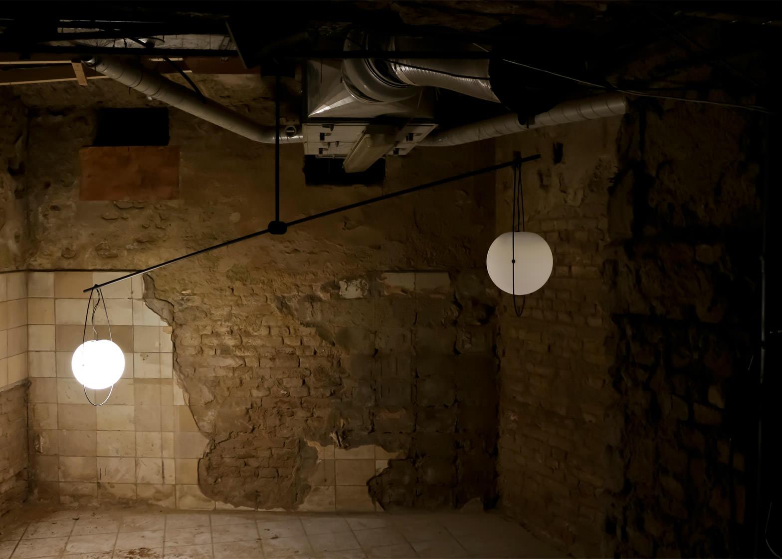equilumen-mischer-traxler-light-distribution-glas-sphere-design-lighting-motion_dezeen_1568_4