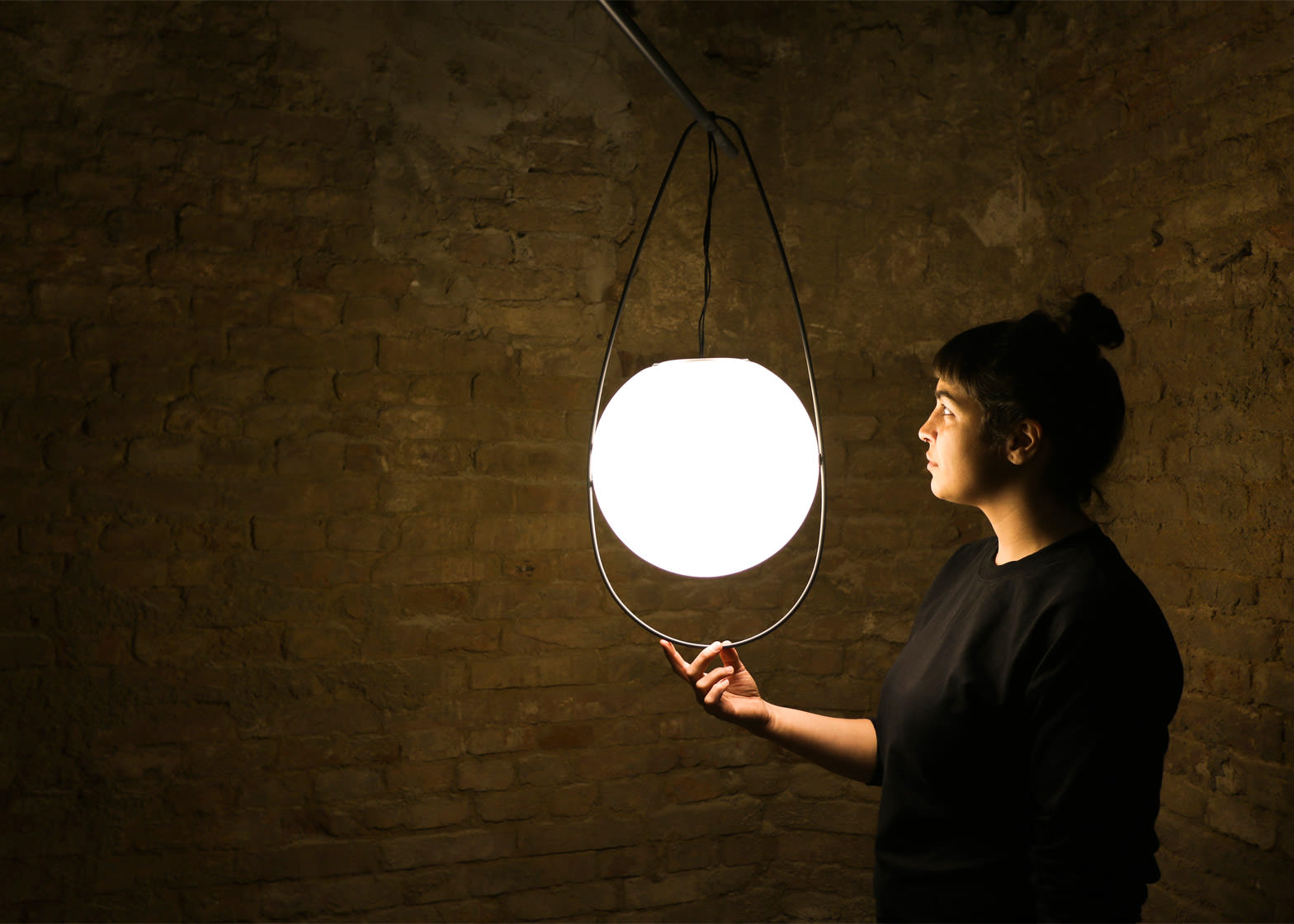equilumen-mischer-traxler-light-distribution-glas-sphere-design-lighting-motion_dezeen_1568_7