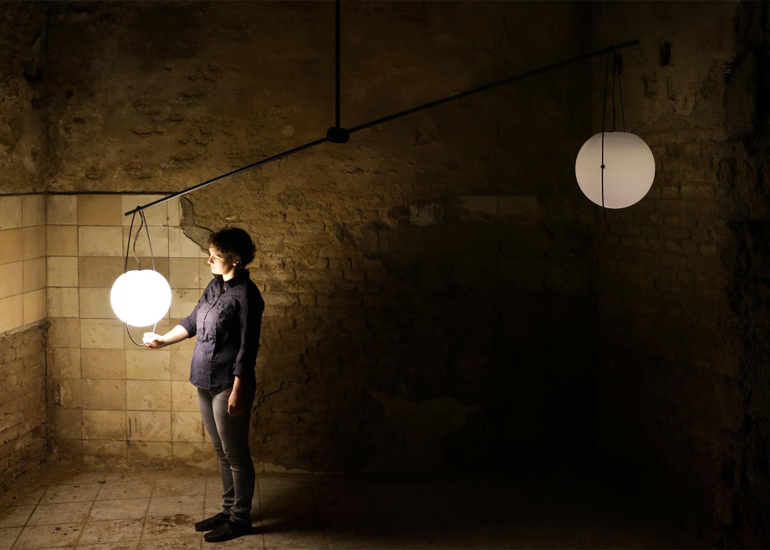 equilumen-mischer-traxler-light-distribution-glas-sphere-design-lighting-motion_dezeen_1568_8